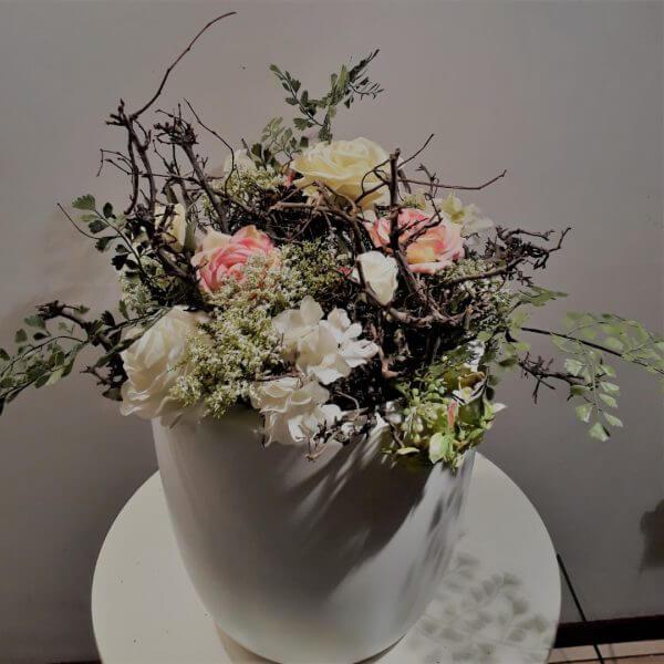 Bloemstuk Takjes met bloemen