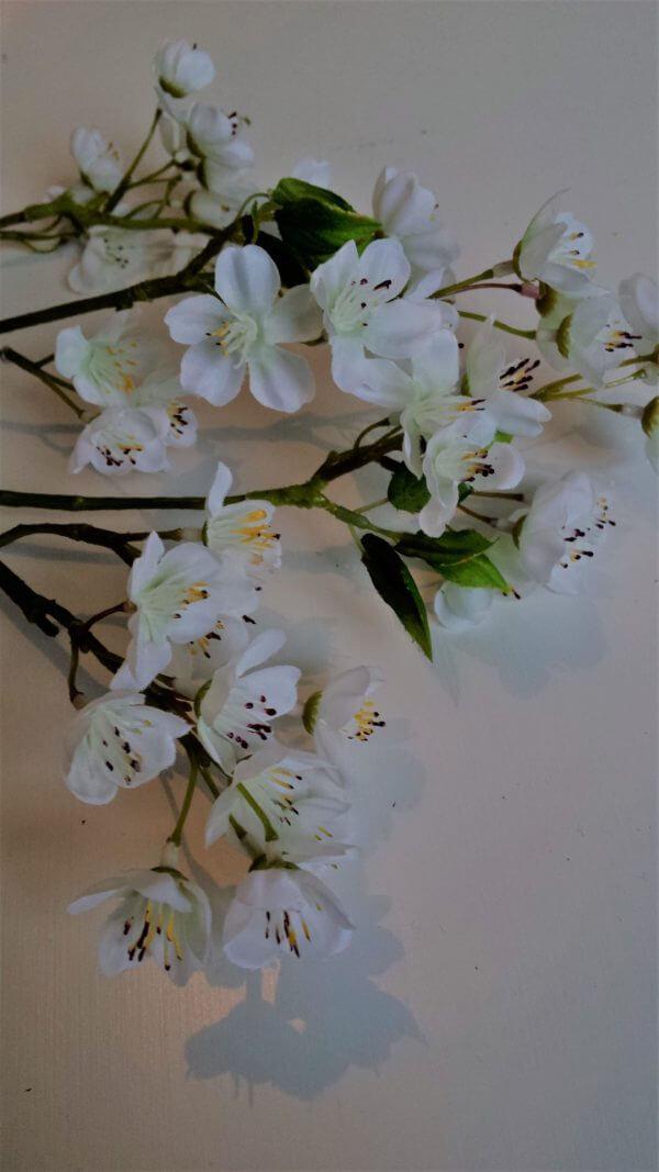 Bloesemspray 66 cm wit