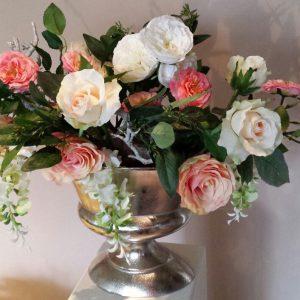Klassiek zijden bloemstuk